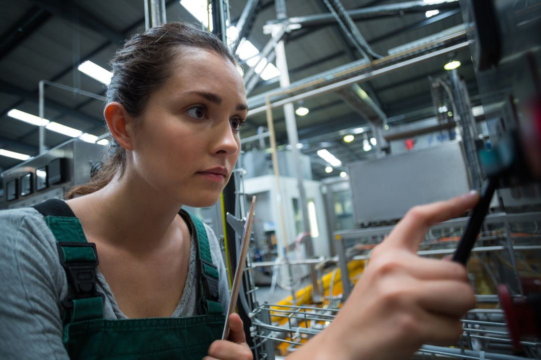 Female factory worker operating machine in bottle factory Free Stock Images from PikWizard