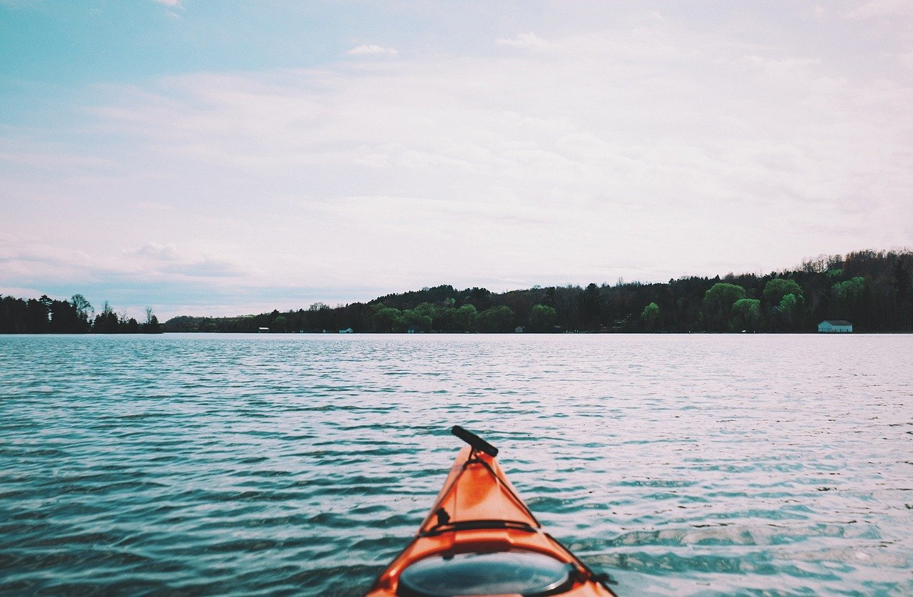 FREE canoe Stock Photos from PikWizard