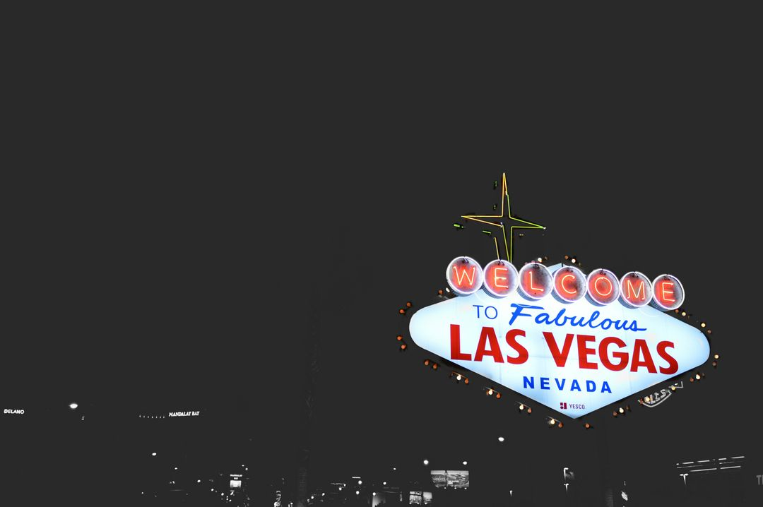 Welcome to Las Vegas sign at night with lights
