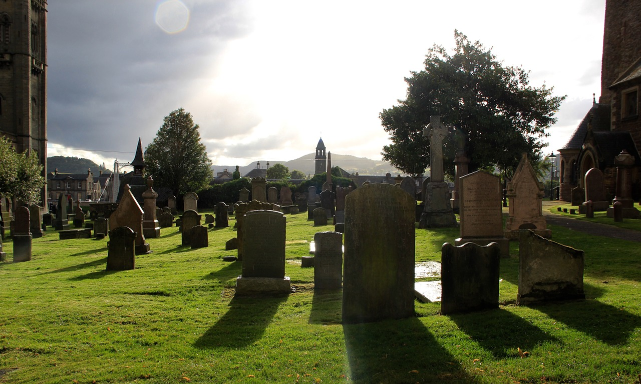 FREE cemetery Stock Photos from PikWizard
