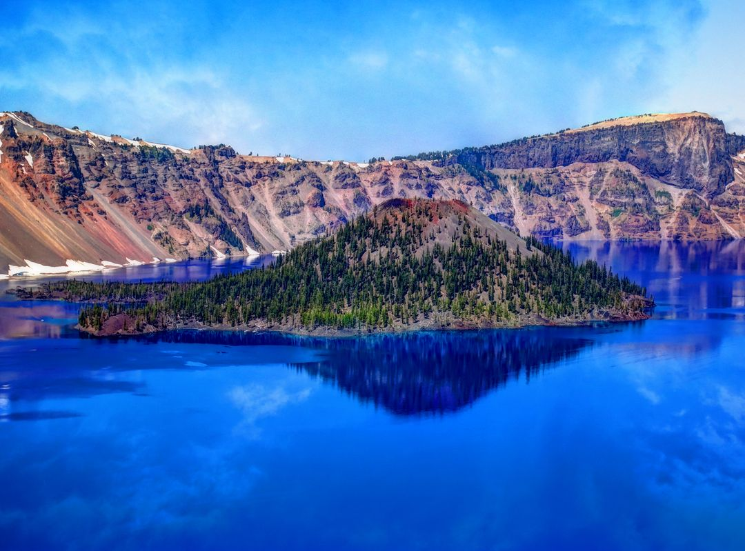 Lake island oregon crater lake