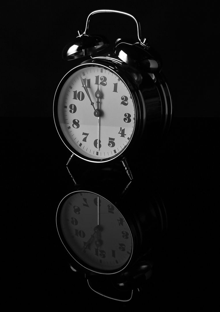 Alarm alarm clock analogue black and white