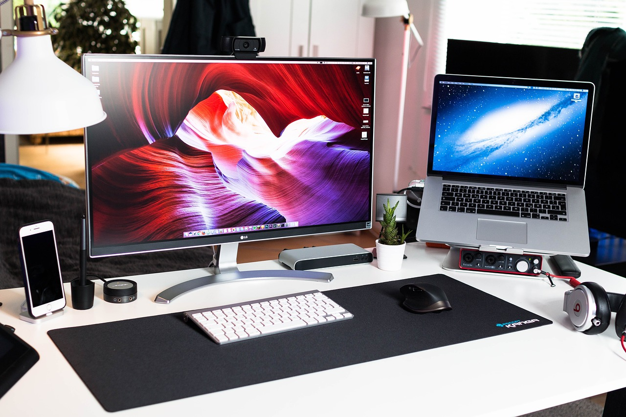 FREE monitor Stock Photos from PikWizard