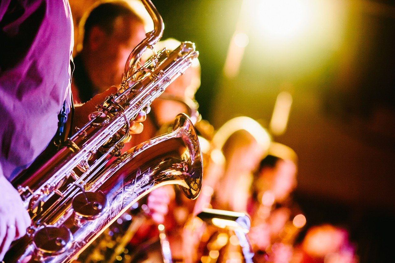 FREE sax Stock Photos from PikWizard
