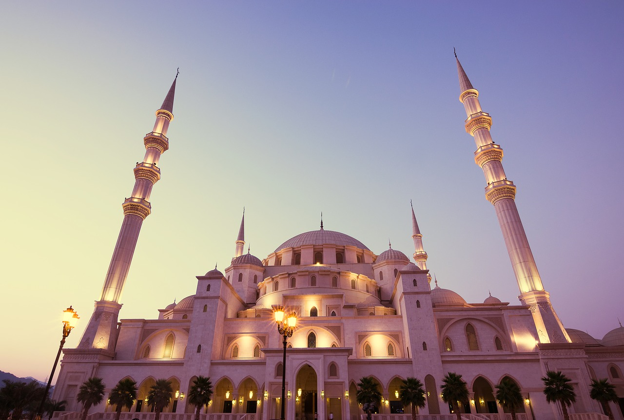 FREE mosque Stock Photos from PikWizard