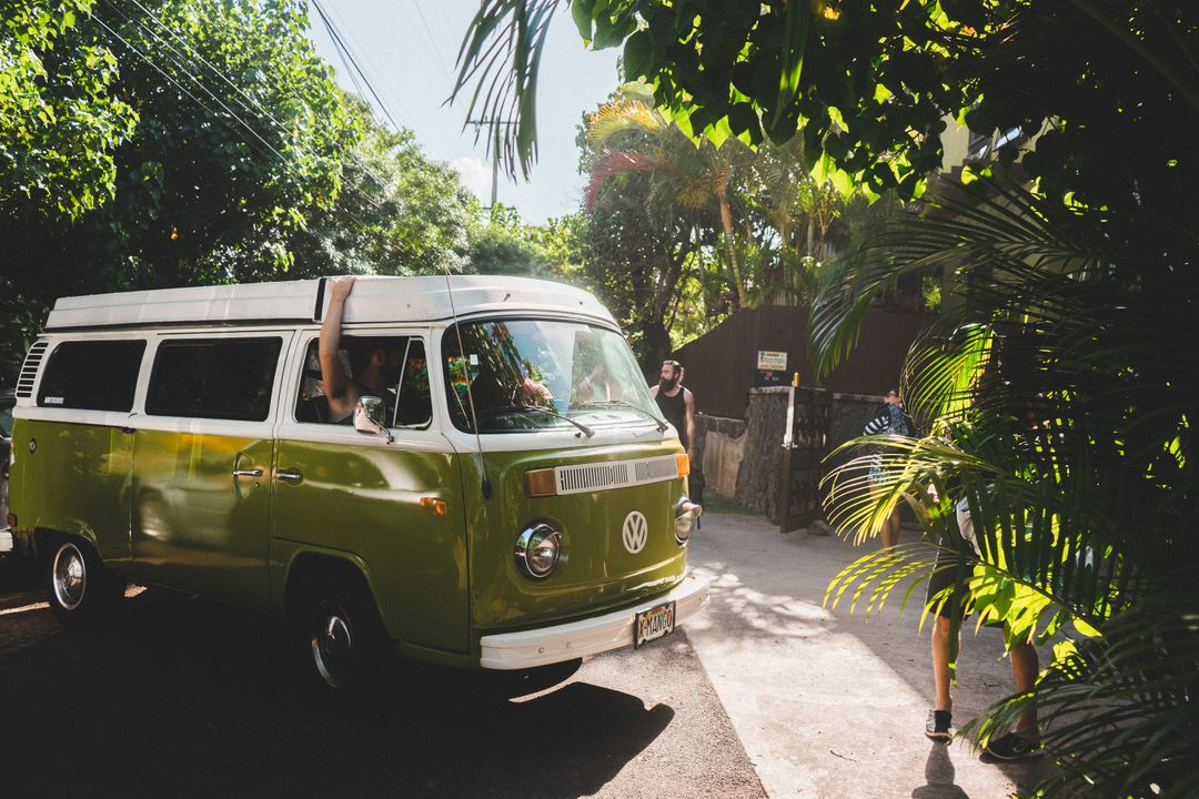 How to start a travel blog - friends holiday vacation van