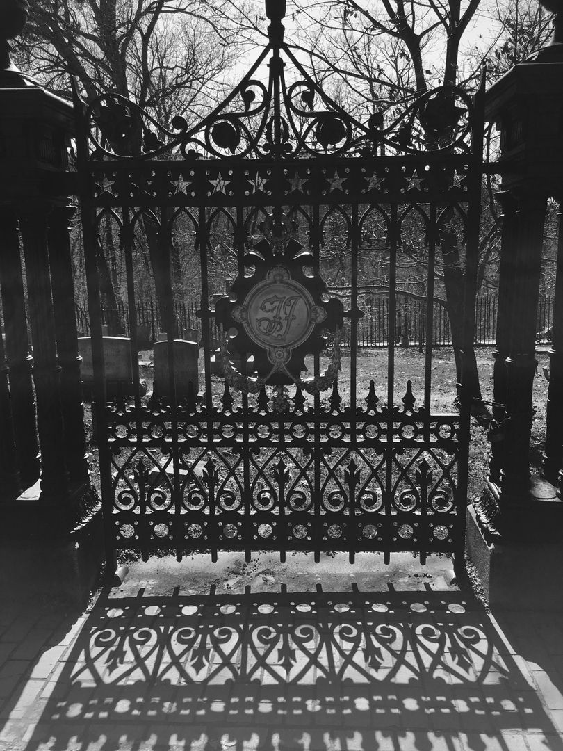 Throne Cemetery Chair of state