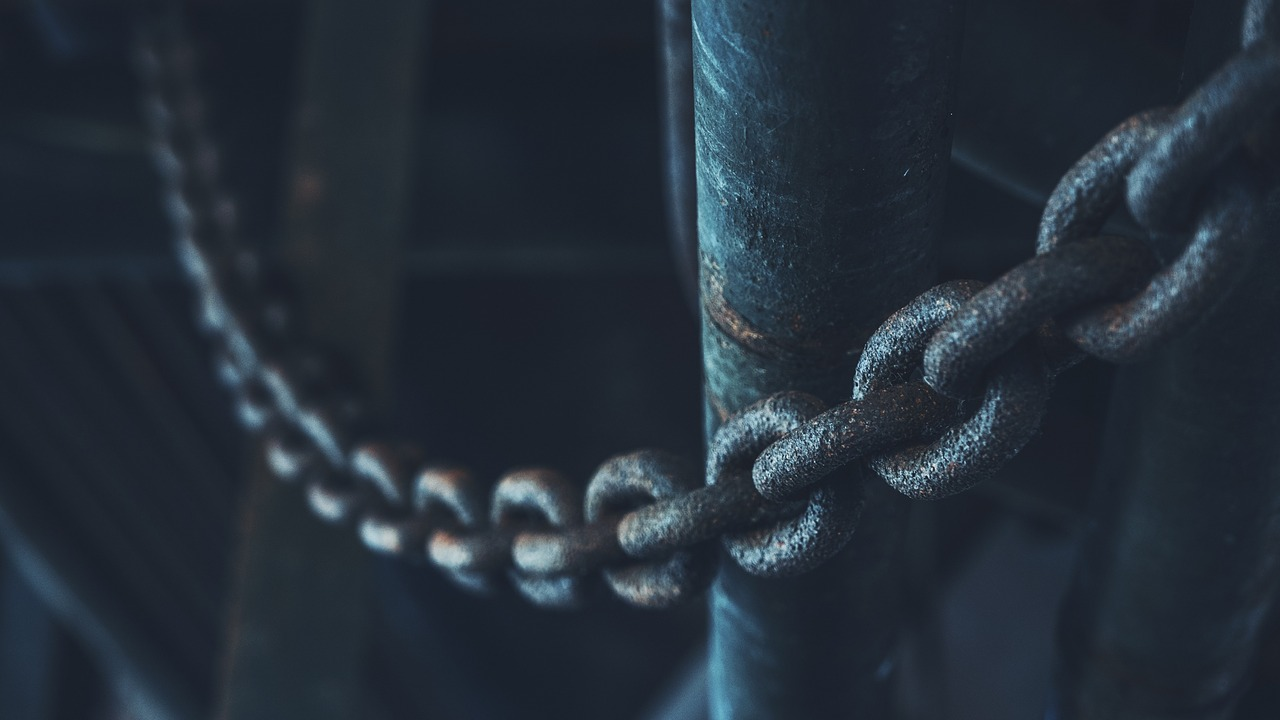 FREE chain Stock Photos from PikWizard