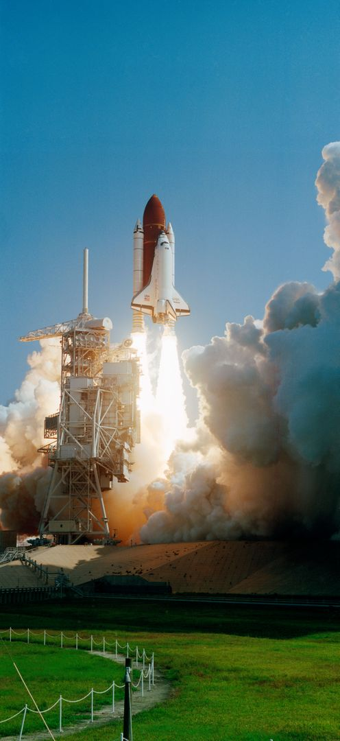 STS-47 Endeavour, Orbiter Vehicle (OV) 105, lifts off from KSC LC 39 pad