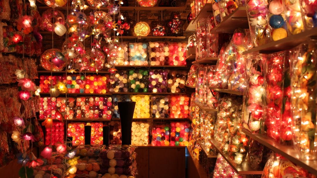 lights in a store retail marketing tips