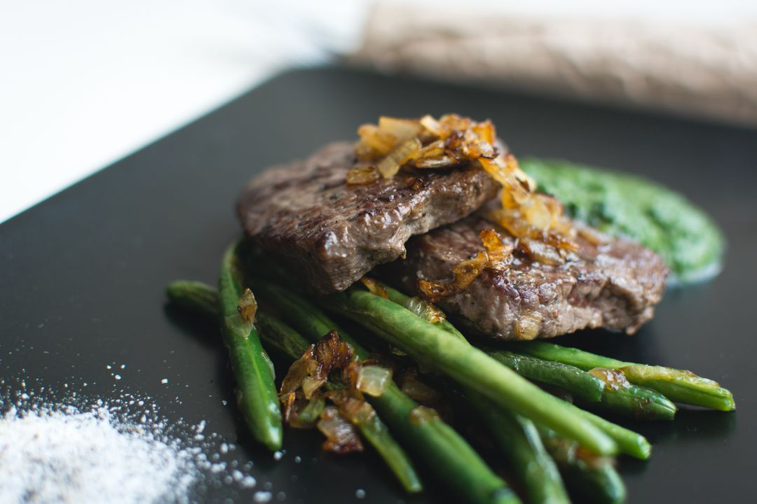 Paleo beef steak with green beans