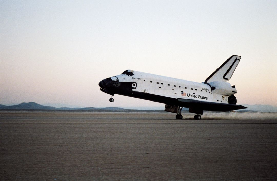 51I-S-225 (3 September 1985) --- The Space Shuttle Discovery lands on September 3, 1985 on Runway 23, Edwards Air Force Base, CA, to successfully complete the 51-I mission.