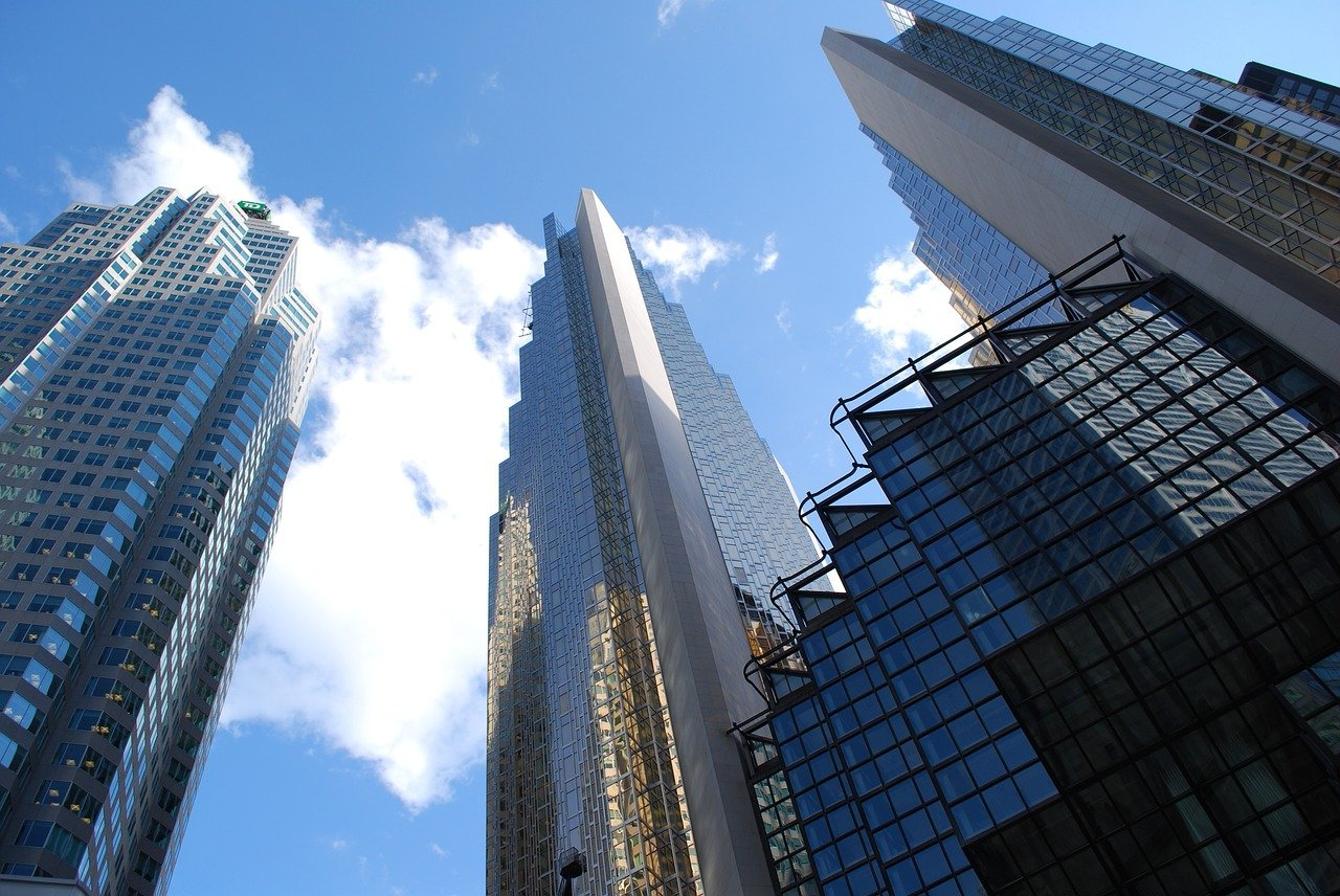 FREE skyscraper Stock Photos from PikWizard