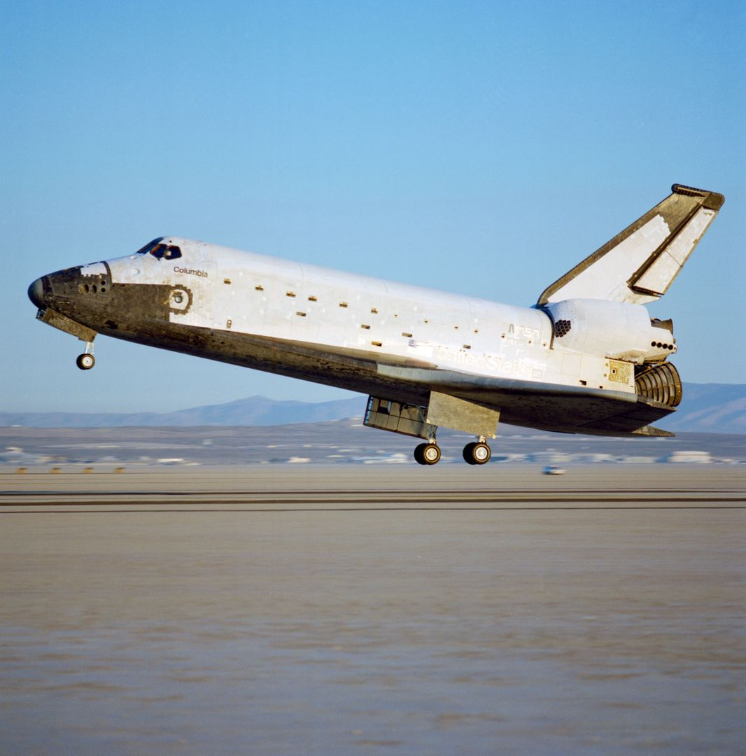 STS-28 Columbia, OV-102, landing at Edwards Air Force Base (EAFB) California