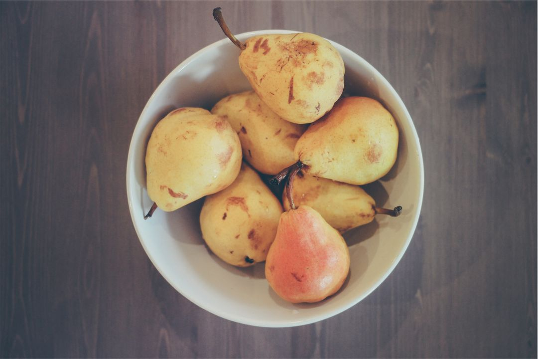 Pears fruits bowl