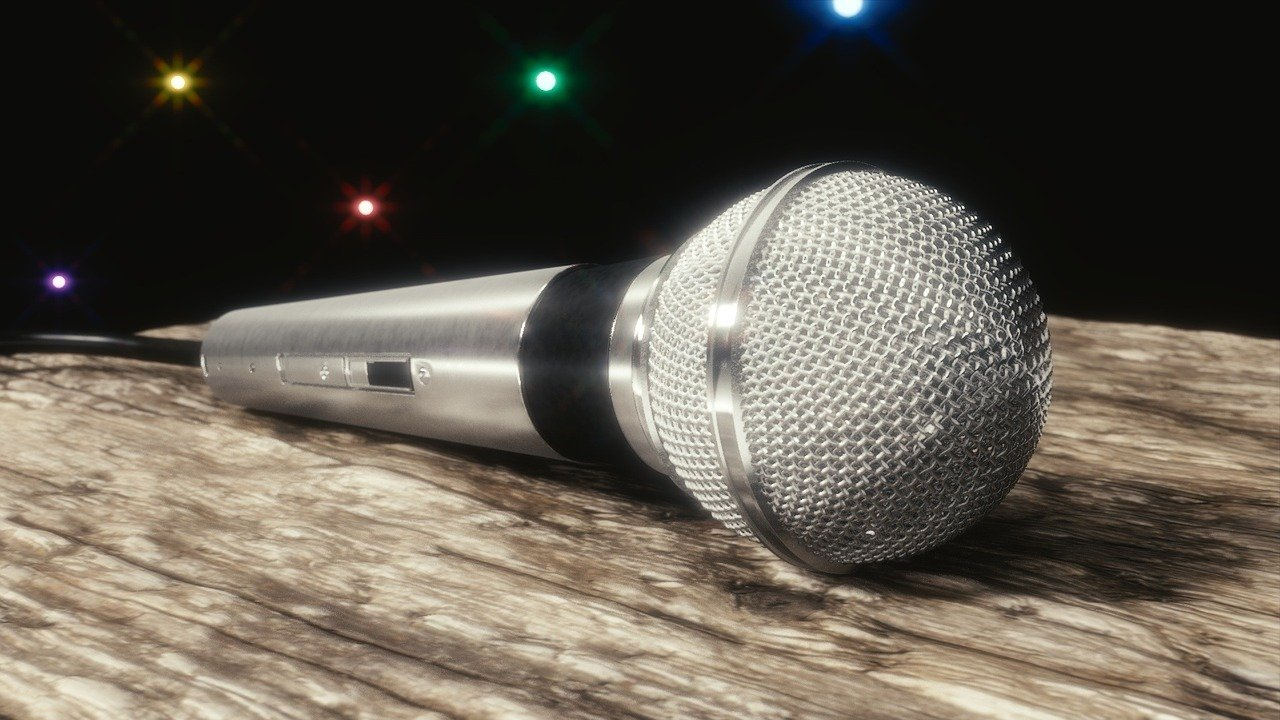 FREE microphone Stock Photos from PikWizard