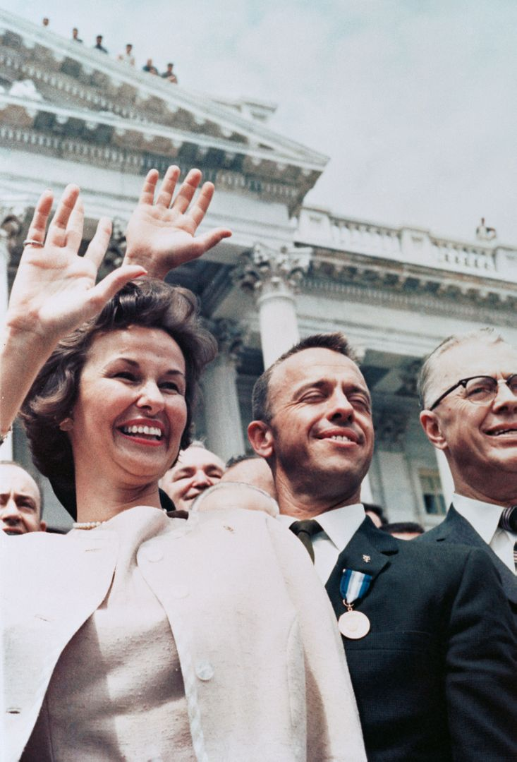 S88-31388 (8 May 1961) --- Astronaut Alan B. Shepard Jr. (center), along with wife Louise, waves to a crowd outside the U.S. Capitol building. Shepard, Mercury-Redstone 3 astronaut, had earlier briefed Congress on the first U.S. Manned spaceflight -- a 15-minute suborbital mission on May 5, 1961, aboard the Freedom 7 capsule. (NASA Hq. Photo No., MR3-49) Photo credit: NASA or National Aeronautics and Space Administration