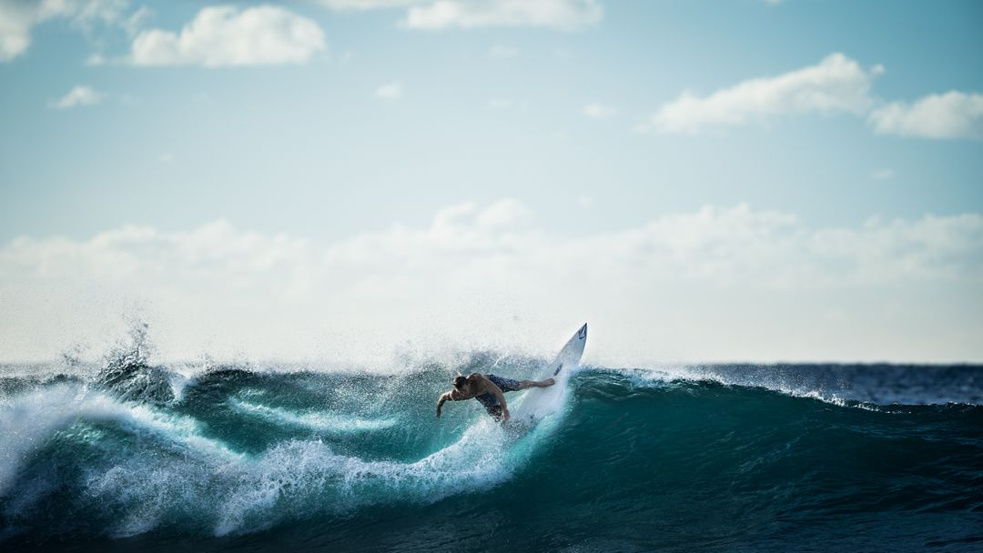 surfer on a wave fitness