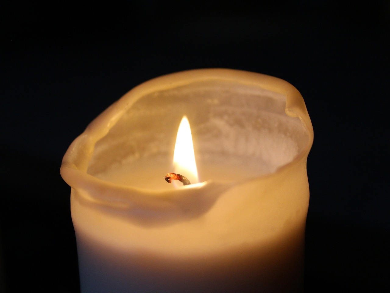 FREE candle Stock Photos from PikWizard