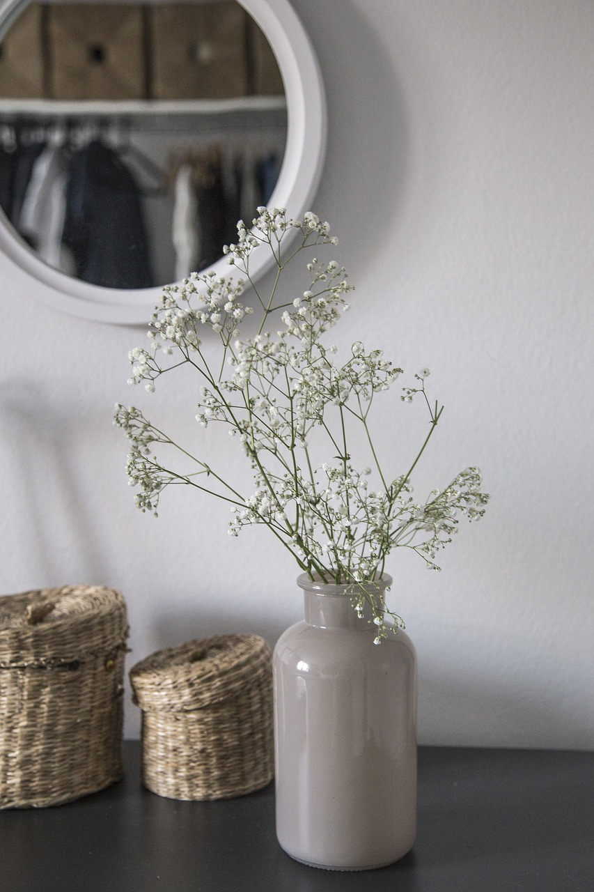 FREE vase Stock Photos from PikWizard