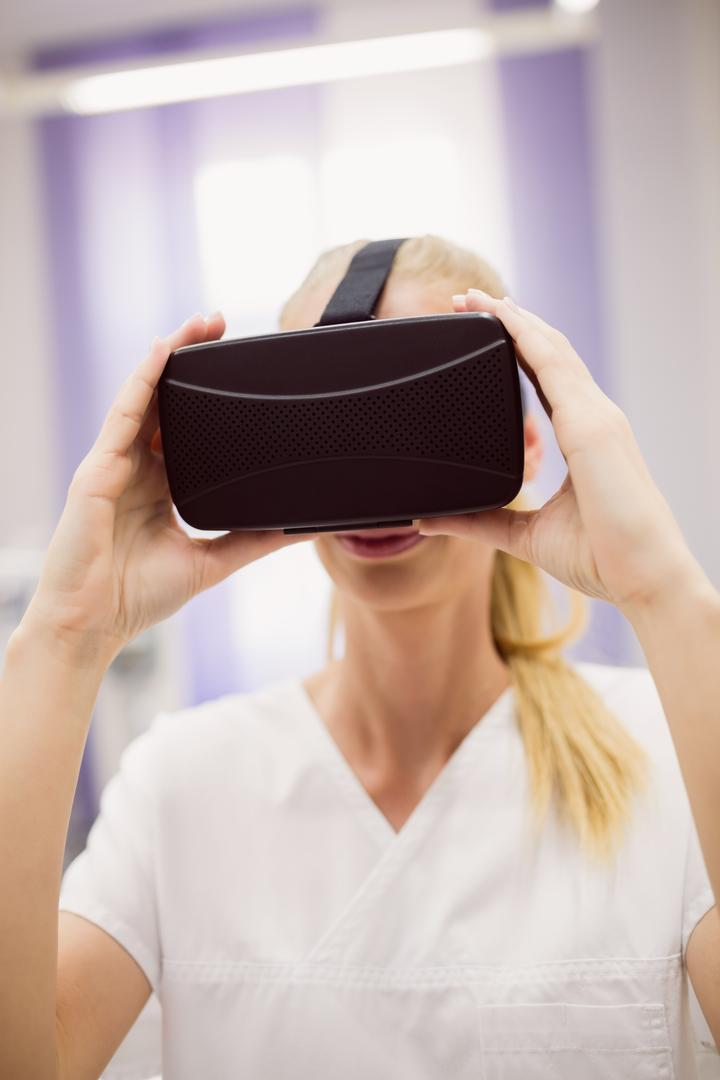 Female doctor wearing virtual reality headset in clinic Free Stock Images from PikWizard