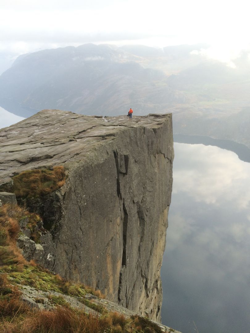 Cliff hiker norway